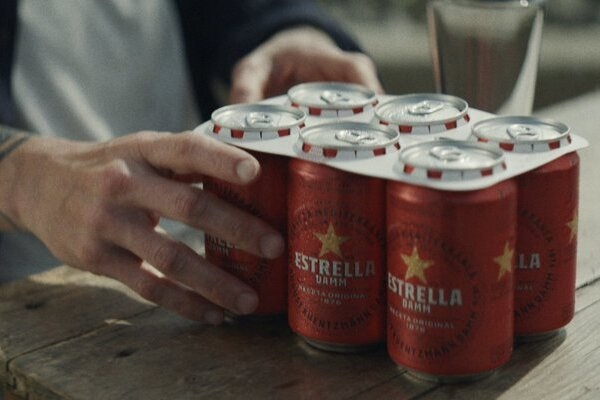 Estrella Damm announces the end of plastic pack rings in new advertising campaign
