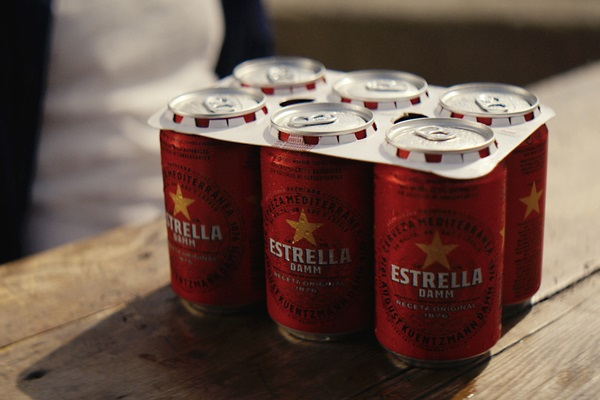 Estrella Damm incorporates carton rings to its cans